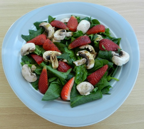Strawberry Spinach Salad with Mushrooms. Yummy and healthy.