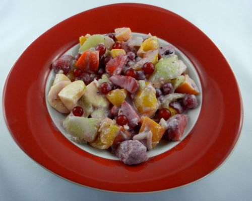 Strawberry fruit salad with yoghurt
